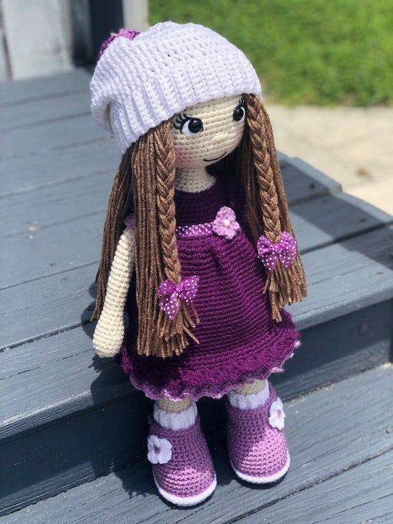 Кукла, связанная крючком